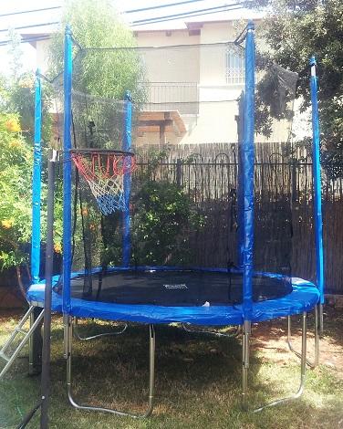 טרמפולינה למשחקי כדורסל בגינה